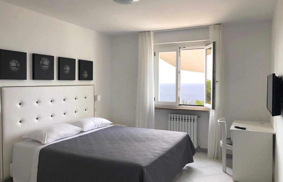 sea-view-room-leucosia-00